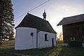 Eggenthal - Blumenried - Kapelle v NO, Herbstabend.JPG