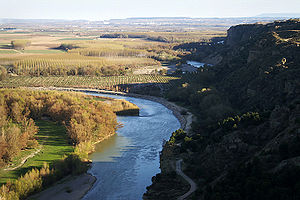 Aragón (river) - The Aragón flows past the barranco of Peñalén