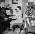 Ella Hedtoft zittend achter een piano, Bestanddeelnr 252-8981.jpg