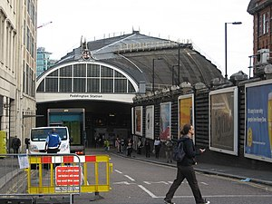 English: Entrance to Paddington Railway Statio...