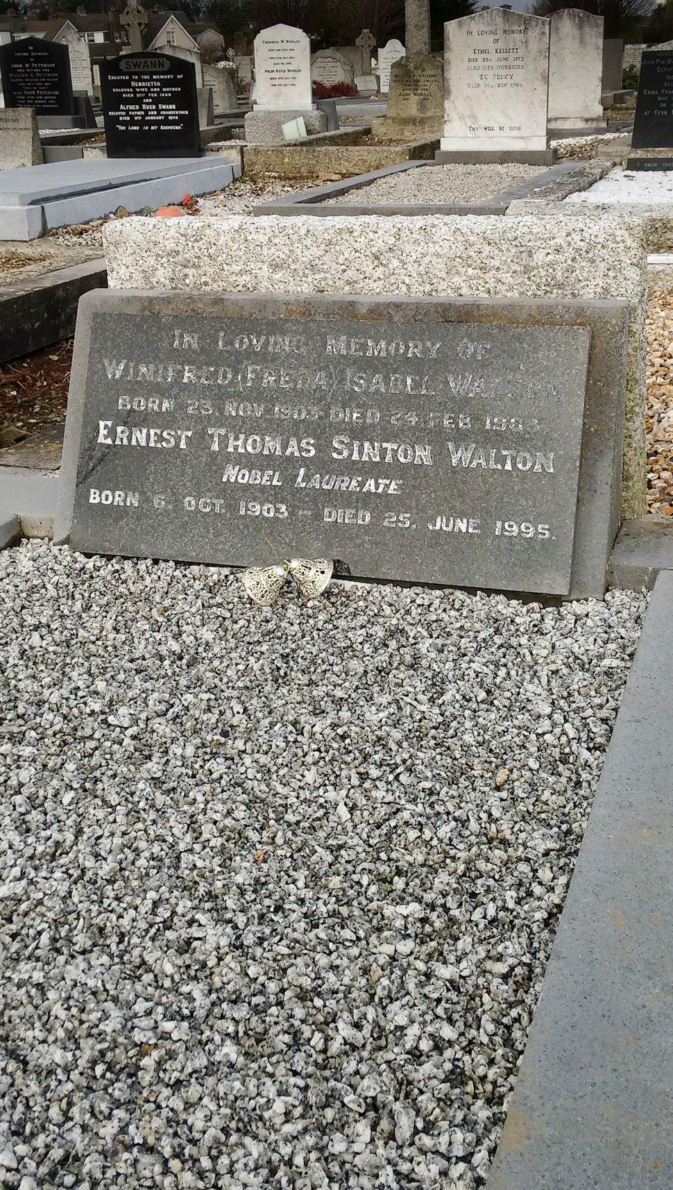 Ernest Walton Grave 2016