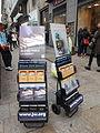 Espositori mobili che mostrano alcune tra le principali pubblicazioni dei testimoni di Geova - 02.JPG