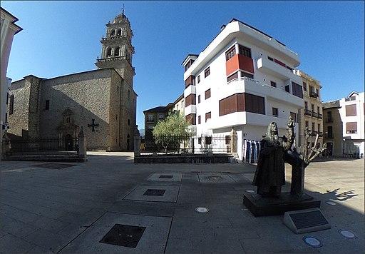 Estatua del templario y basílica - Plaza Virgen de la Encina - Ponferrada