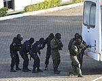 Exercício conjunto de enfrentamento ao terrorismo (27129917521).jpg