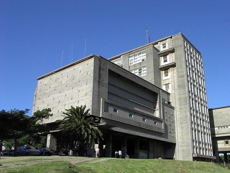 Quanto custa a educação no Uruguai?