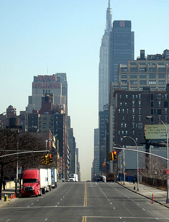 34th Street (Manhattan) - From the west end of 34th Street, looking east (c. 2009)
