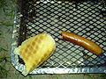 Flickr - cyclonebill - Pølse med brød.jpg