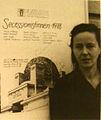 Florentina Pakosta vor der Secession Wien 1978.jpg