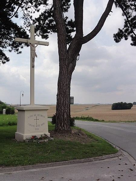 Fontaine-Notre-Dame (Aisne) croix de chemin