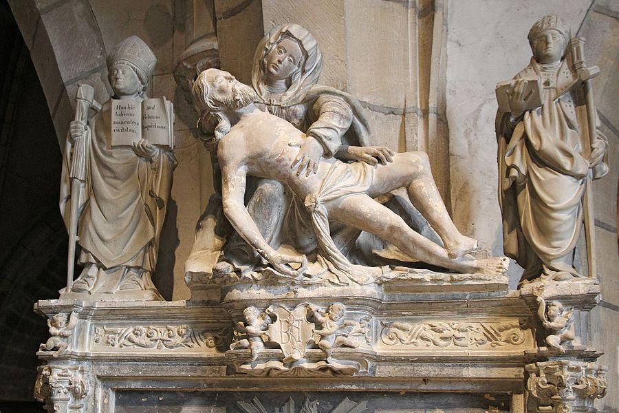 Groupe sculpté de Notre-Dame de Pitié dans l'église Saint-Bernard de Fontaine-lès-Dijon