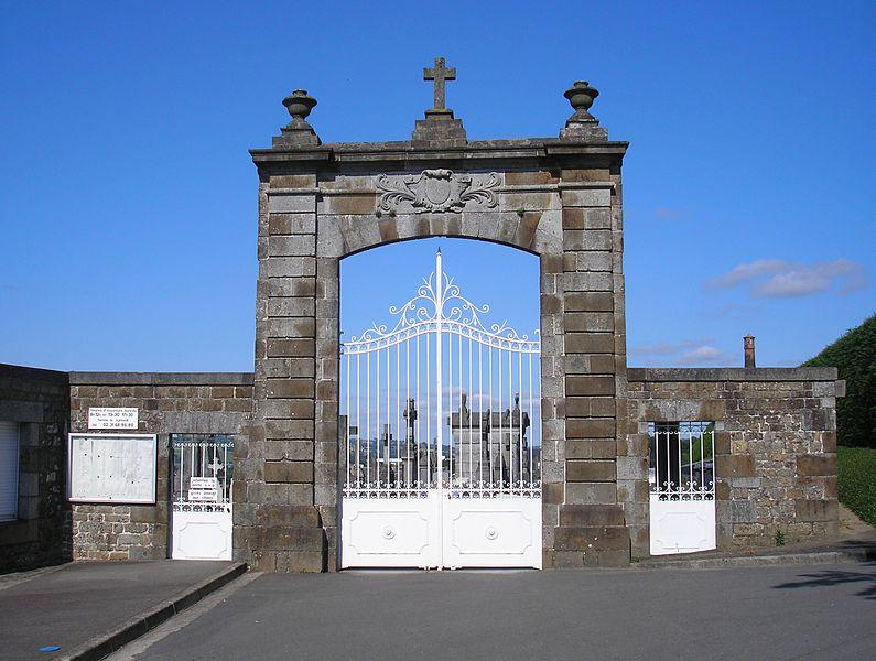 Vire (Normandie, France). Ancien portail de l'hôtel de ville, actuel portail du cimetière (Inscrit)