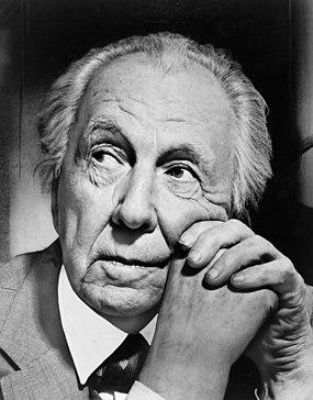 Najpoznatije svetske arhitekte - Page 2 285px-Frank_Lloyd_Wright_portrait