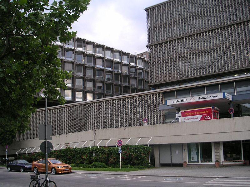 File:Freie Universitaet Berlin - Universitaetsklinikum Benjamin-Franklin der Charite - Nordseite 1.jpg