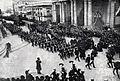 Funeral del Almirante Latorre - Desfile ante la escuela Espiritu Santo de Valparaíso.jpg