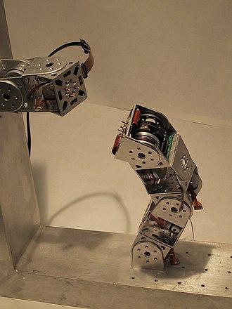 Self-reconfiguring modular robot - Polybot G3 Modular self-reconfigurable robot
