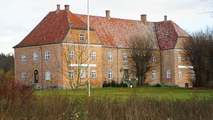 Gammel Ryomgård - With the construction of a railroad between Randers in mainland Jutland, and Grenå at the tip of the peninsula Djursland in the 1870'ties, the basis of a town, Ryomgård, located by the railway was established.