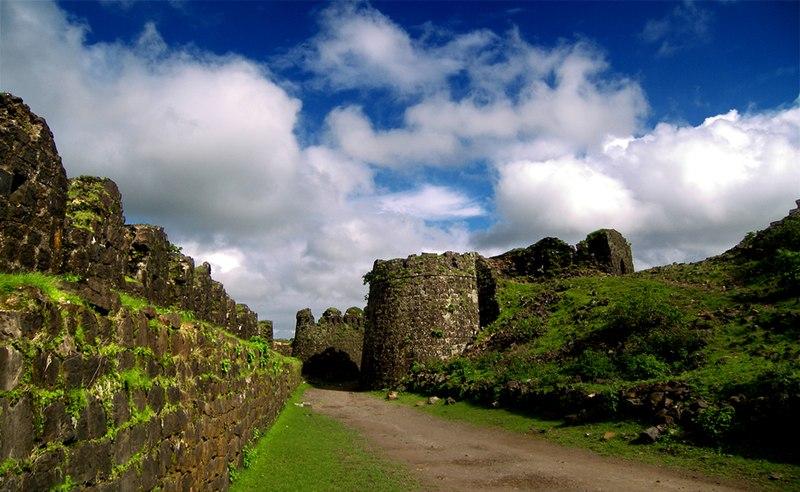 File:Gawilgarh Fort - C.SHELARE (2).jpg