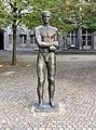 Gedenkstatue Stauffenbergstr 13 (Tierg) Widerstandskämpfer.jpg