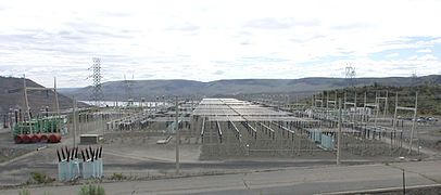 Grand Coulee Dam electrical switchyward.jpg