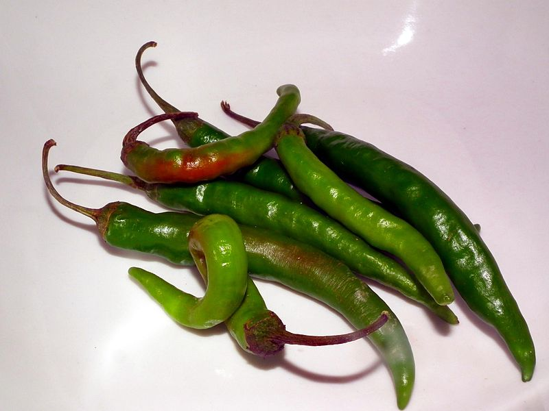 Peppers, hot chili, green