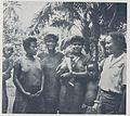 Groupe de femmes du village de Fina, Monde colonial illustré (1937).jpg