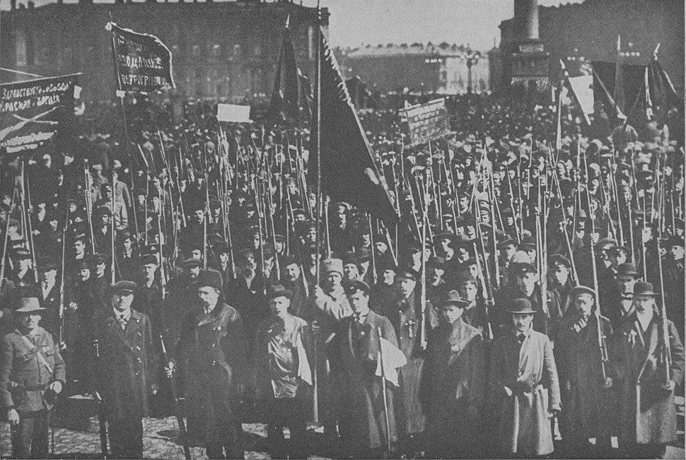 Guardias Rojos junto al palacio de invierno, otoño de 1917