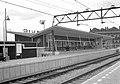 HUA-153238-Gezicht op de perronzijde van het NS station Rotterdam Zuid te Rotterdam.jpg