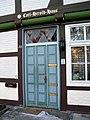 Hannoversche Straße 58, Celle, Carl-Herold-Haus, Eingang mit Katze.jpg
