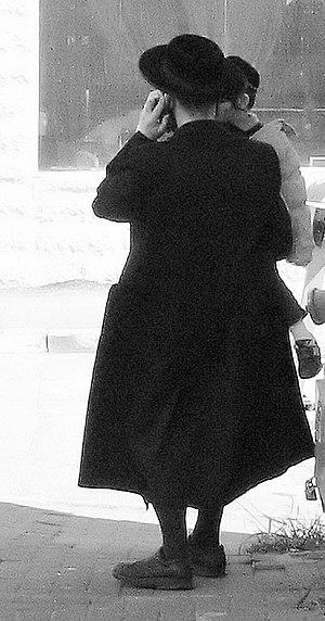 Bekishe - Haredi man wearing a Kapoteh