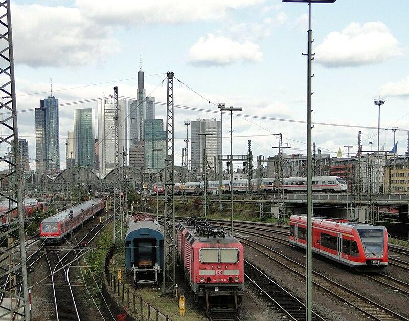 Hauptbahnhof-ffm-gleisfeld-014.jpg