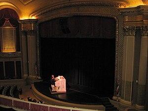 Hawaii Theatre - Image: Hawaii Theatre proscenium stage