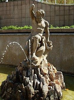 Heidelberg - Adenauerplatz Neptun 02.jpg