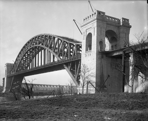 1917 in rail transport - Hell Gate Bridge when new