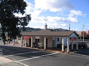 Hillsdale station (Caltrain) - Old station, tracks used to run in front until they were raised to cross over Hillsdale Blvd