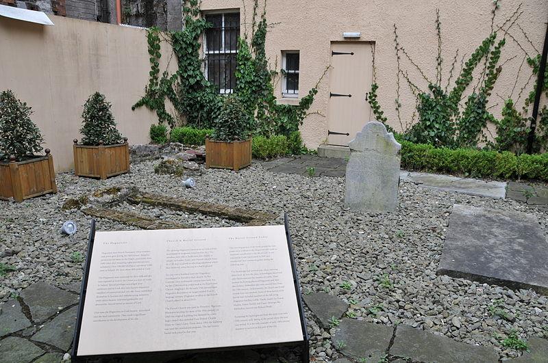 File:Hugenot Graveyard.JPG