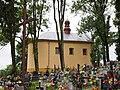 Huwniki, kostel se hřbitovem.jpg