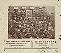 I. E. Spektoriaus žydų vaikų namų auklėtinių grupinė nuotrauka su I. E. Spektoriaus portretu. 1925 m. liepos 6 d. LCVA. F. 620.jpg