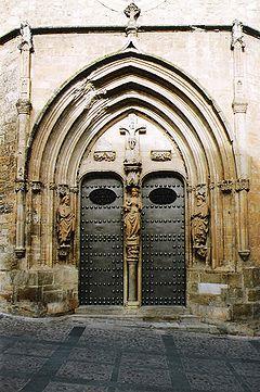 Papercraft building imprimible y armable de la Iglesia de Santa María del Salvador en Chinchilla, Albacete. Manualidades a Raudales.
