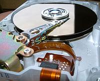 Innansicht Festplatte 512 MB von Quantum.jpg
