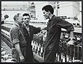 Italiaanse gastarbeiders in Twente in de fabriek spinnerij, Bestanddeelnr 121-0420.jpg