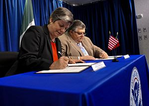 Agustín Carstens - U.S. Secretary Janet Napolitano and Secretary of Finance and Public Credit Agustín Carstens signing a Letter of Intent that aimed to increase security in both countries and facilitate the flow of legal travel and trade, June 2009