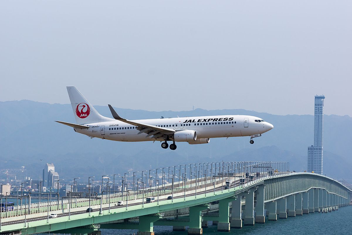 Japan Air Lines (with an old marking of JAL Express) ,JL2502 ,Boeing 737-846 ,JA342J ,Arrived from Sapporo ,Kansai Airport (16614715000).jpg