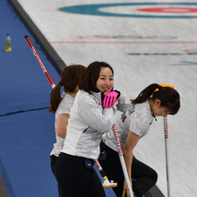 Japan Women's Curling Team at the 2018 Winter Olympics (cropped).png