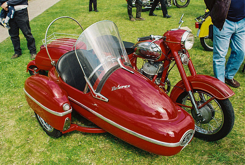 Moto con sidecar.