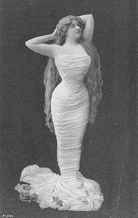 Jeanne Guionie, de l'Opéra comique (cropped).jpg