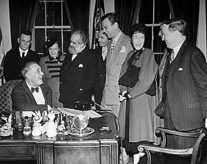 Jo Davidson - Members of the Independent Voters Committee of the Arts and Sciences for Roosevelt visit FDR at the White House (October 1944). From left, Van Wyck Brooks, Hannah Dorner, Jo Davidson, Jan Kiepura, Joseph Cotten, Dorothy Gish, Dr. Harlow Shapley.