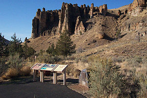 Clarno palisades, John Day Fossil Beds Nationa...