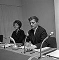 Johnny Bergh i kontrollrommet på Centralteatret med Lillian Onstad.jpg