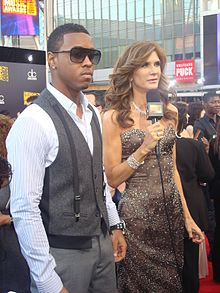 Julie Moran with Jeremih at the 2009 American Music Awards.jpg