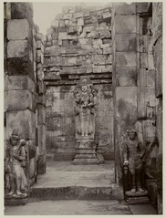 KITLV 28143 - Céphas - Sculpture of Shiva in the Shiva Temple, Prambanan - 1895-04.tif